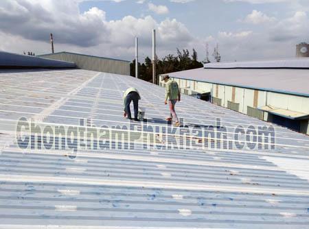 chống dột mái tôn nhà xưởng SPC